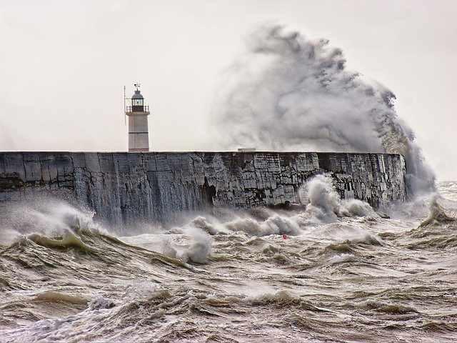 storm-wind-waves