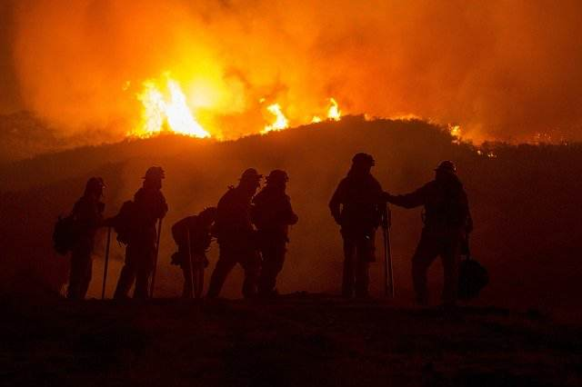 wildfire-image-firefighters